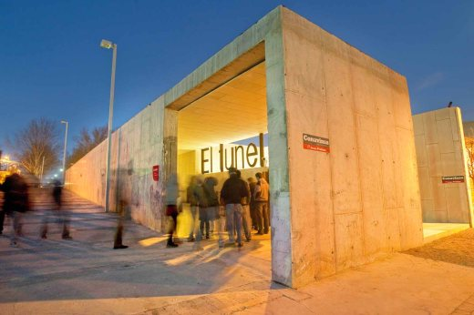 """Entrada del centro municipal """"El Túnel"""""""