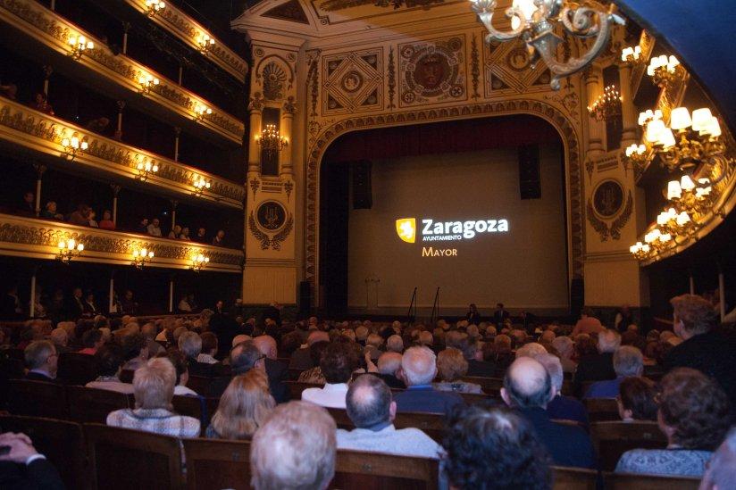 Celebración en el teatro Principal de las bodas de oro de 185 parejas zaragozanas