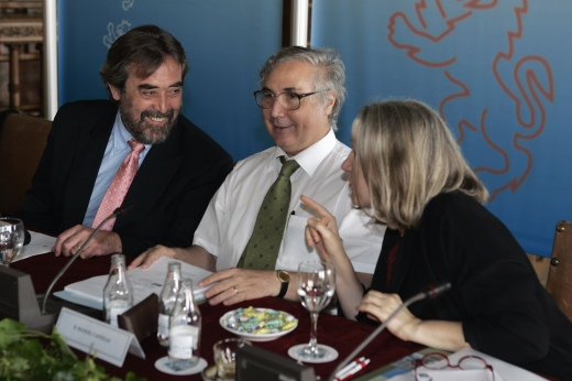 Saskia Sassen participando en una reunión del comité de expertos que asesora a Zaragoza