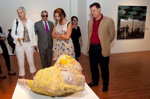 escultura de la exposición el mundo fluye