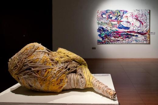 pintura y escultura exposición El Mundo Fluye