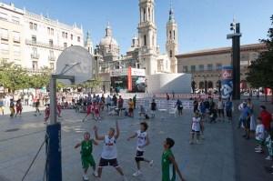 """Baloncesto de """"Deporte en la calle 2012"""" en la Plaza del Pilar de Zaragoza"""