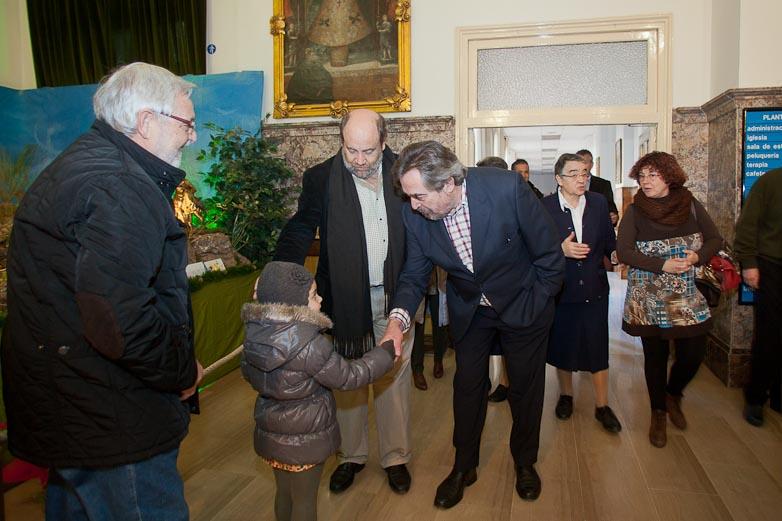 el Alcalde de Zaragoza felicita la navidad a trabajadores,  residentes y familiares de la Casa Amparo