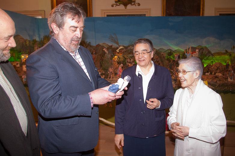 El Alcalde visita el Belén de la Casa Amparo